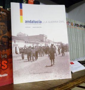 El libro 'Andalucía y la Guerra Civil', en la Biblioteca de la Casa de la Memoria.
