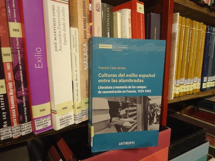 El libro de Francie Cate-Arries, en la Biblioteca de la Casa de la Memoria.