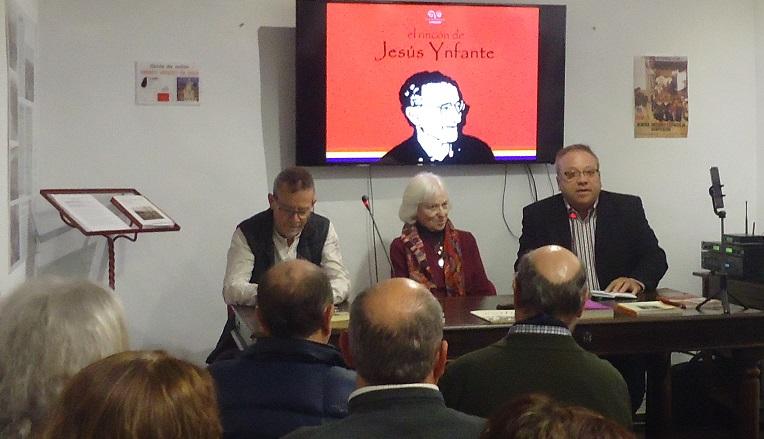 Andrés del Río (Foro por la Memoria) presenta el acto, junto con Pilar Infante y Pablo Bianchi.