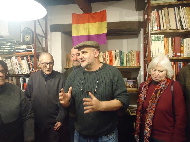 El periodista Juan León Moriche presenta el Rincón de Jesús Ynfante en la Biblioteca de la Casa de la Memoria.