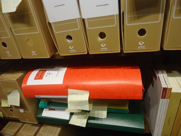 Carpetas con la colección del diario Liberación, en el Archivo de la Casa de la Memoria.