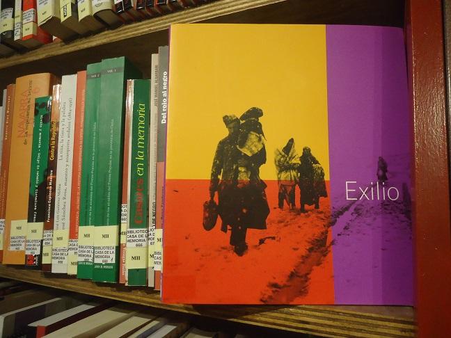 El libro Exilio, en la Biblioteca de la Casa de la Memoria.