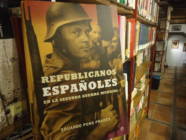 El libro de Pons Prades, en la Biblioteca de la Casa de la Memoria.