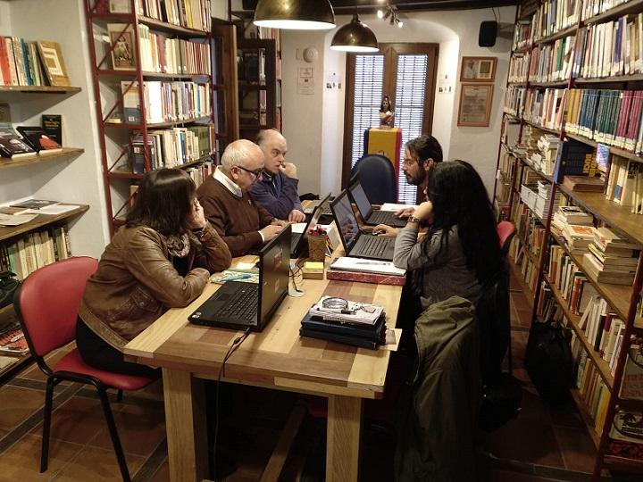 Participantes en el taller de catalogación con Absysnet en la Biblioteca de la Casa de la Memoria.