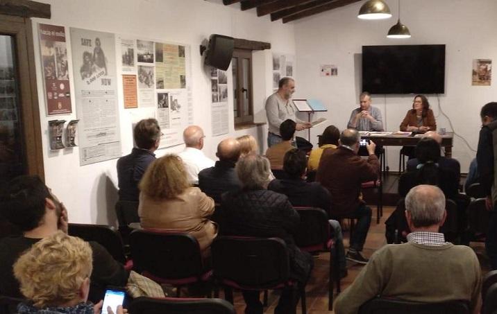 Público en el salón de actos de la Casa de la Memoria.