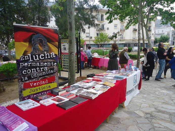 Libros de la Casa de la Memoria en la Feria del Libro de Ubrique el 4 de mayo de 2019.