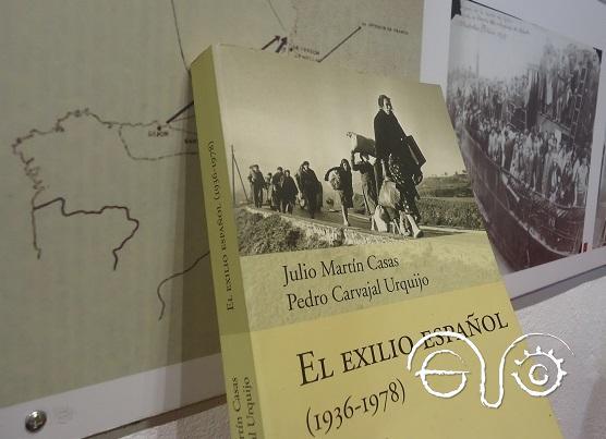 El libro, en la exposición sobre el exilio en el salón de actos de la Casa de la Memoria.