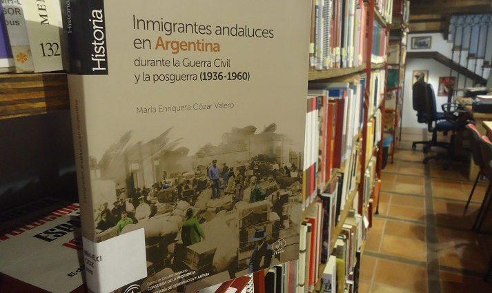 La monografía de Cózar Valero, en la Biblioteca de la Casa de la Memoria.