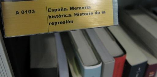 Rótulo de la sección de memoria histórica de la biblioteca del Instituto Navarro de la Memoria.