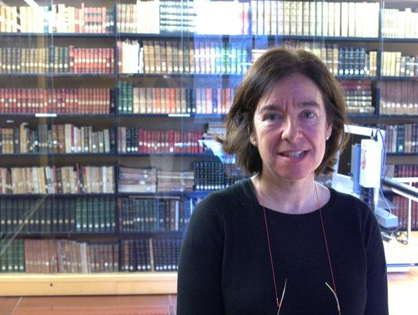 La responsable de la Biblioteca de Koldo Mitxelena, Susana Ariaz, durante la entrevista con representantes de la Casa de la Memoria La Sauceda.