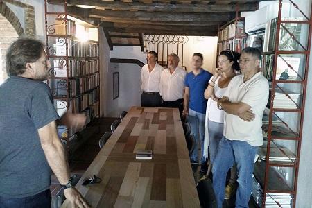 Representantes municipales de Casares y Castellar, con Andrés Rebolledo, presidente del Foro por la Memoria del Campo de Gibraltar.