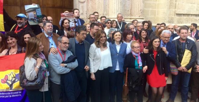 Miembros del Gobierno andaluz, parlamentarios y representantes de asociaciones memorialistas.