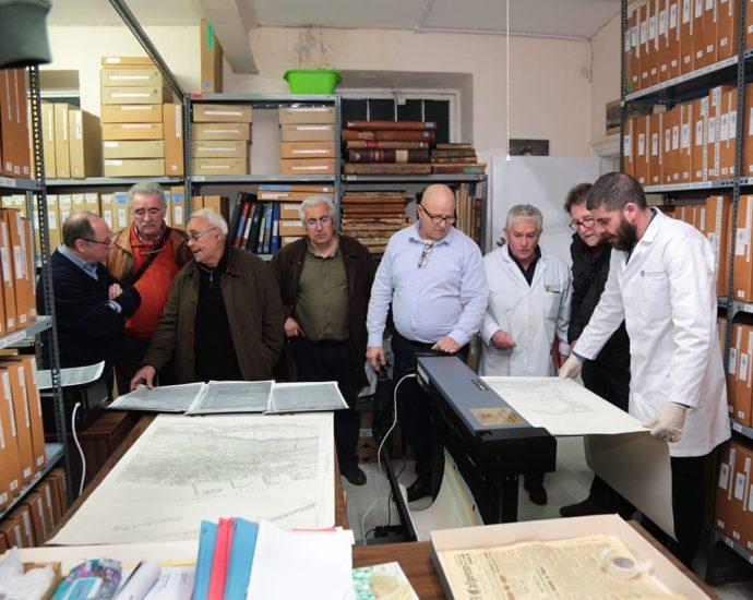 Explicación sobre el funcionamiento de los equipamientos de The Gibtaltar National Archives.