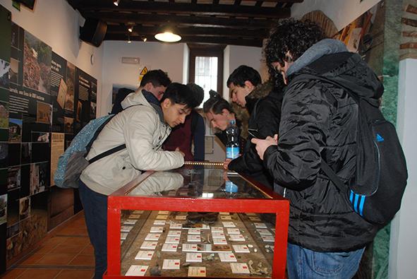 Visita de estudiantes a la Casa de la Memoria.