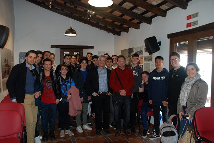 Estudiantes de Gibraltar en la Casa de la Memoria.