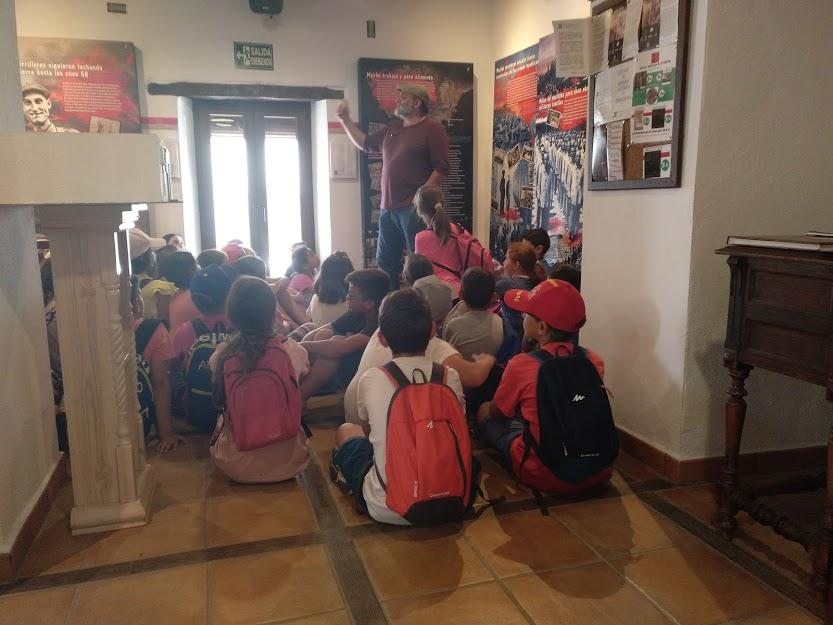 Visita de alumnos de enseñanza primaria de Jimena.