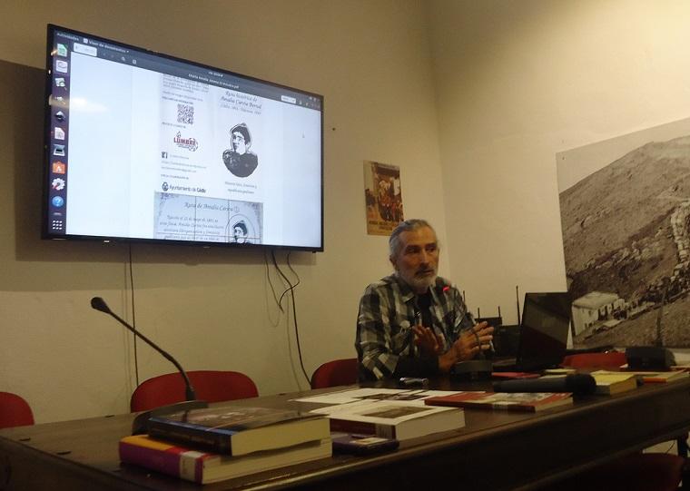 Manuel Almisas, durante la presentación de su libro.