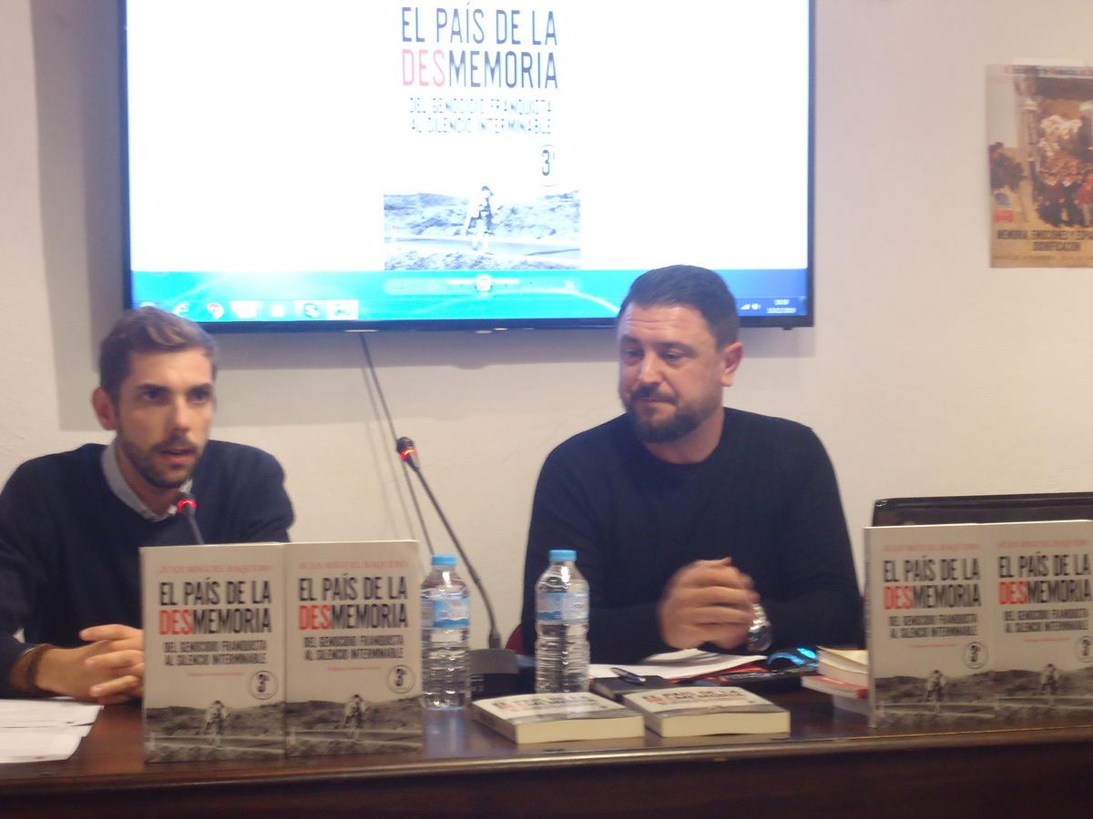 Fran Hidalgo presenta a José Miguel Baquero.