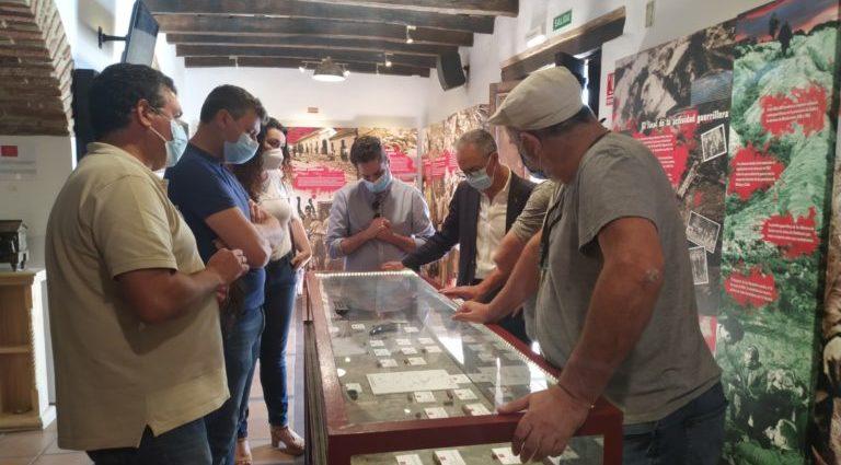Visita del presidente de la Mancomunidad del Campo de Gibraltar a la Casa de la Memoria.