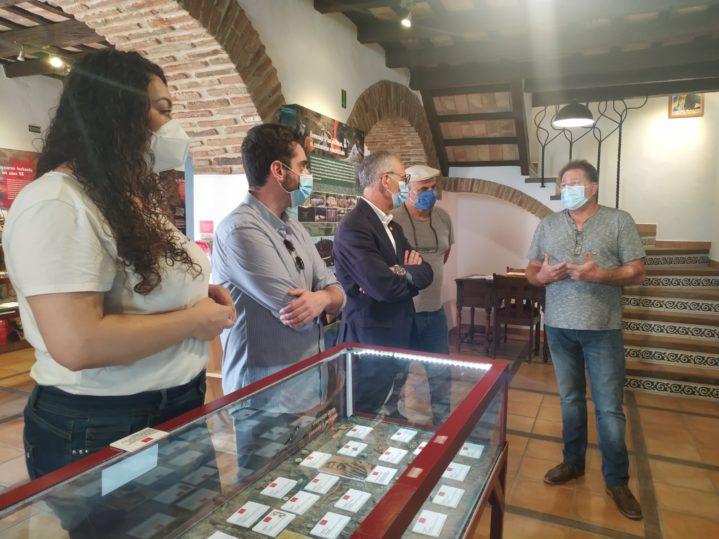 Visita de representantes de la Mancomunidad del Campo de Gibraltar a la Casa de la Memoria.