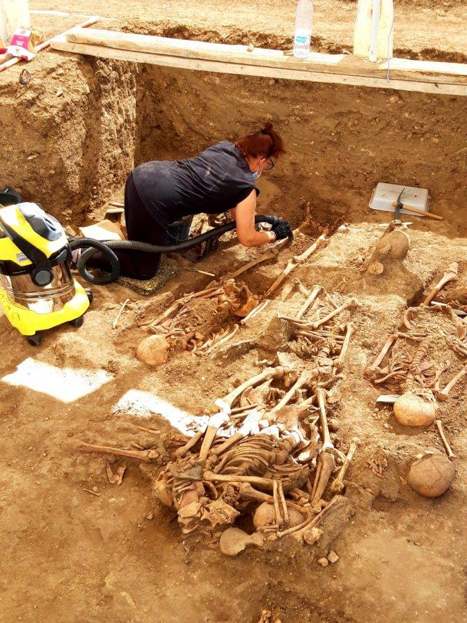 Trabajos de exhumación.