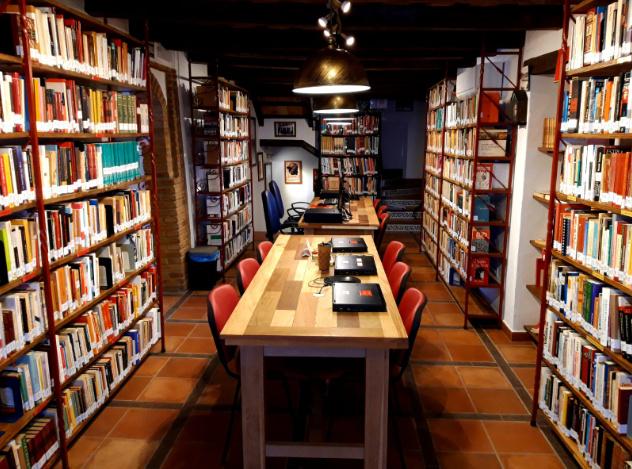Biblioteca Javier Núñez Yáñez de la Casa de la Memoria.