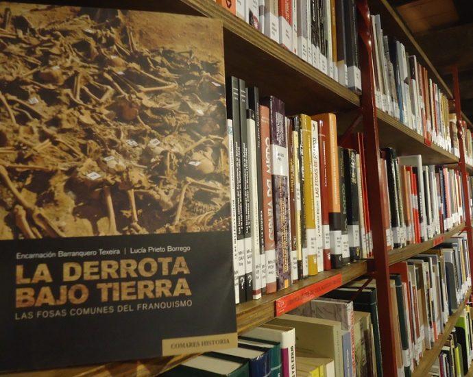 El ejemplar de La derrota bajo tierra, en la Biblioteca de la Casa de la Memoria.