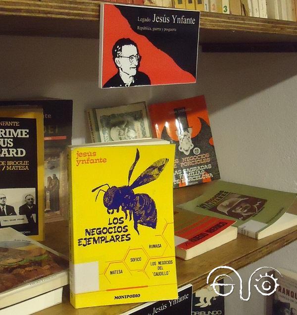 El libro Los negocios ejemplares, en el Rincón de Jesús Ynfante de la Biblioteca Javier Núñez Yáñez de la Casa de la Memoria La Sauceda.