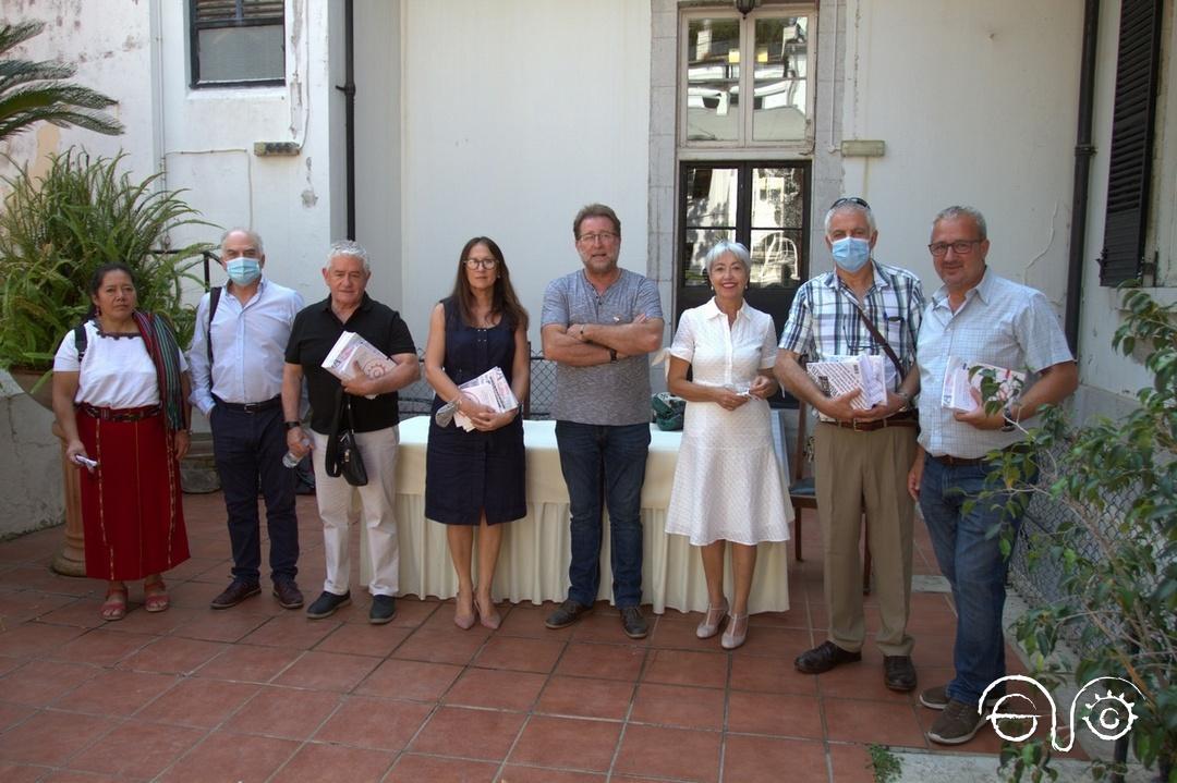 Representantes de la Casa de la Memoria y de Gibraltar tras el acto.