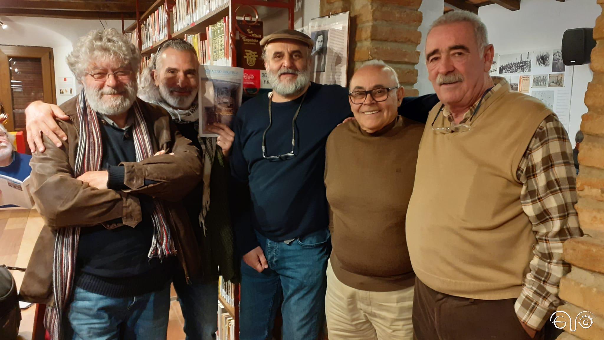 José María Ayala, a la derecha, con otros compañeros del foro por la memoria, al acabar el tercer aniversario de la Casa de la Memoria, en 2019.