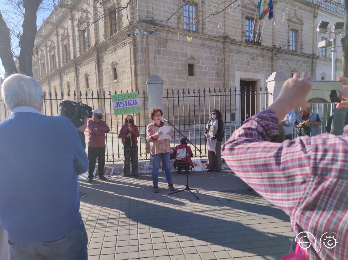 Concentración ante el Parlamento de Andalucía