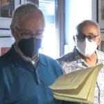 Lorenzo Gómez Chacón y Felipe López, en el archivo de la Casa de la Memoria.