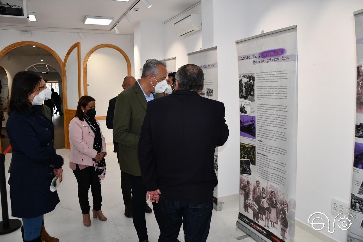 El alcalde y el vicepresidente del Foro, en la exposición.