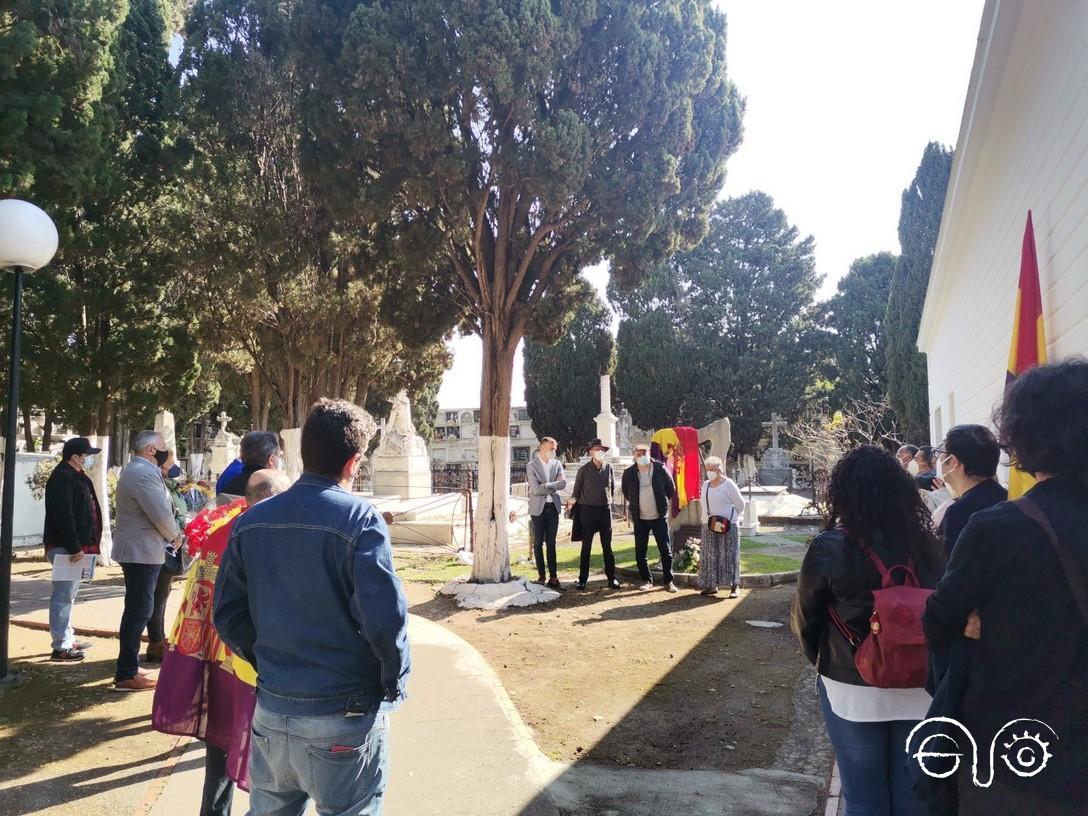Cementerio de Algeciras en la mañana del sábado 17 de abril. Acto de homenaje a las víctimas del fascismo y de reafirmación republicana..