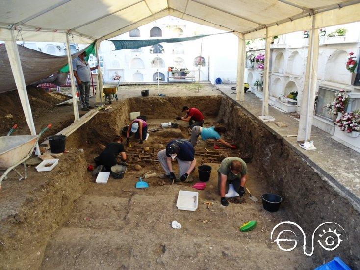 Exhumación en el cementerio de Jimena en 2020.