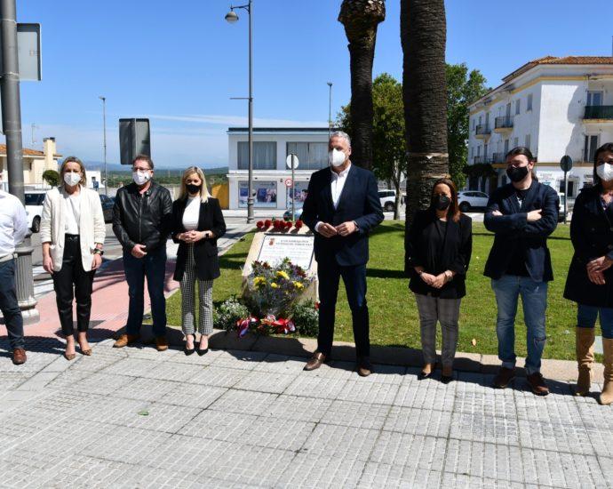 Participantes en el homenaje.