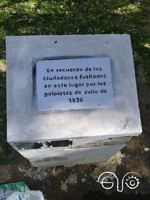 Placa en memoria a los represaliados en Cádiz.
