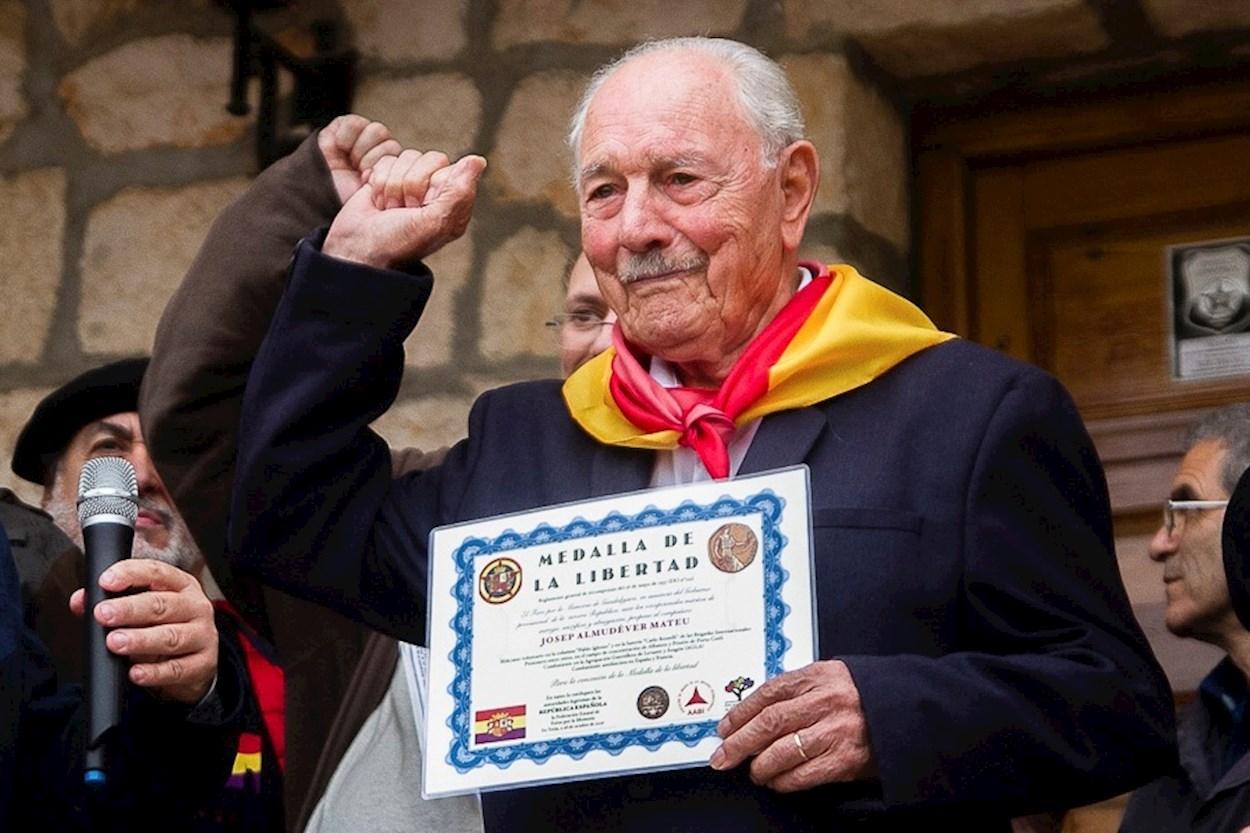 Josep Almudéver, the last surviving member of the International Brigades.