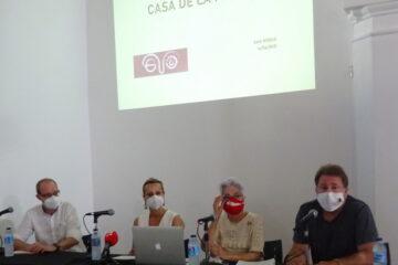 Jesús Verdú, miembro del comité científico de la Asociación; la concejal de Cultura y presidenta de la Comisión Municipal de Memoria Histórica, Ana Ruiz; Malgara García, presidenta de la Asociación. y Andrés Rebolledo, directivo.