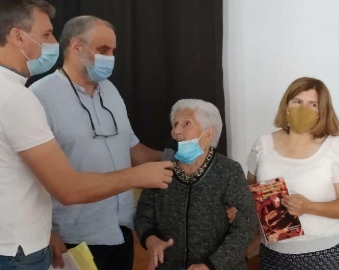 Francisca Saraiba Acedo, vecina de San Pablo, de 94 años, en un momento del acto en el que también se recordó a su padre, José Saraiba Saraiba, que fue asesinado en 1937.