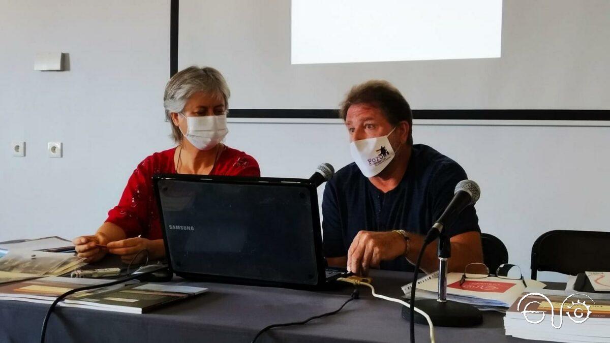 Intervención de Andrés Rebolledo, presidente del Foro por la Memoria del Campo de Gibraltar, junto a Beatriz Díaz.