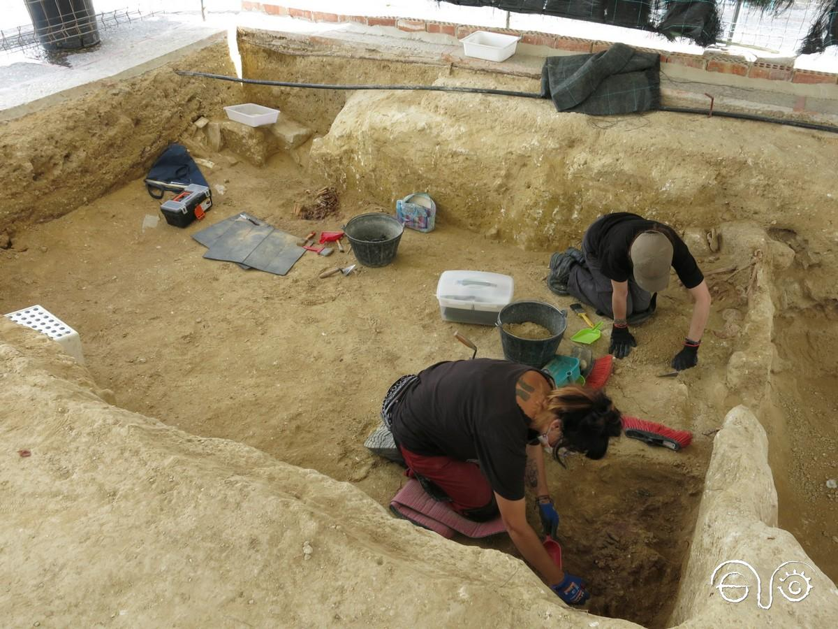 Tareas de intervención arqueológica en las fosas de San Fernando.