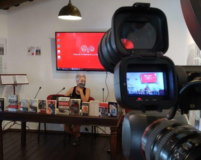 La presidenta de la Asociación Casa de la Memoria, Malgara García Díaz, durante la presentación del ciclo Golpe, guerra y represión.