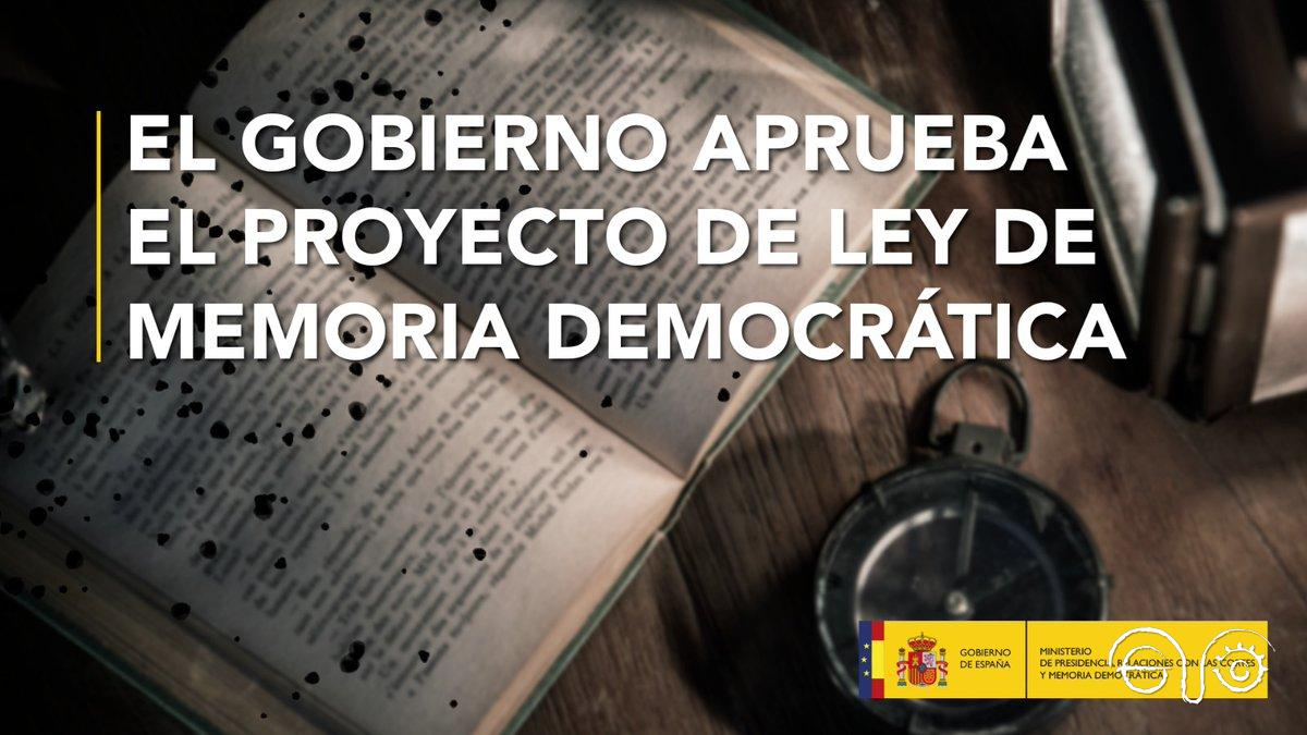 Cartel sobre la aprobación del proyecto de ley de Memoria Democrática.