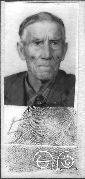 Andrés Lobato Cobos. Fotografía y huella dactilar de su DNI. Cedida por Beatriz Díaz Matínez.
