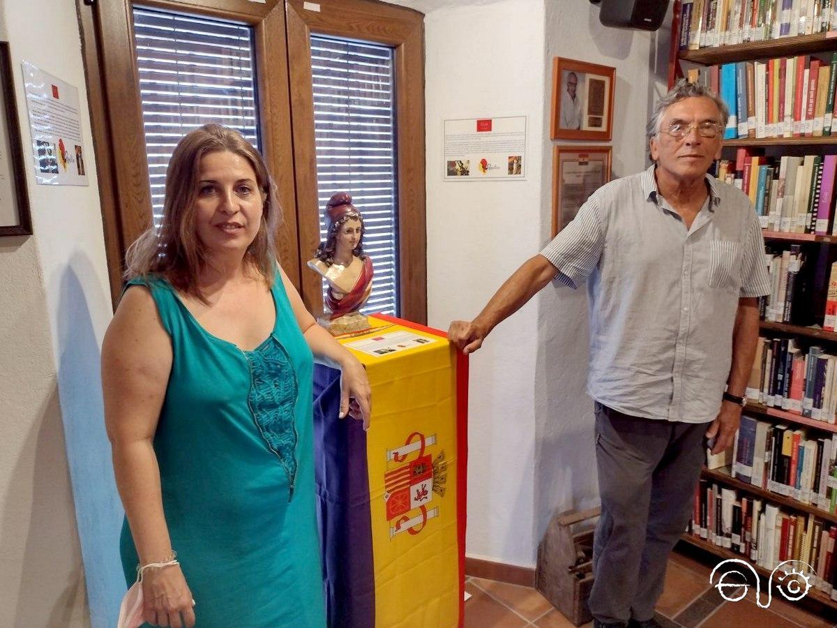Vanessa Damiano y Antonio Yerga, durante su visita a la Casa de la Memoria La Sauceda.