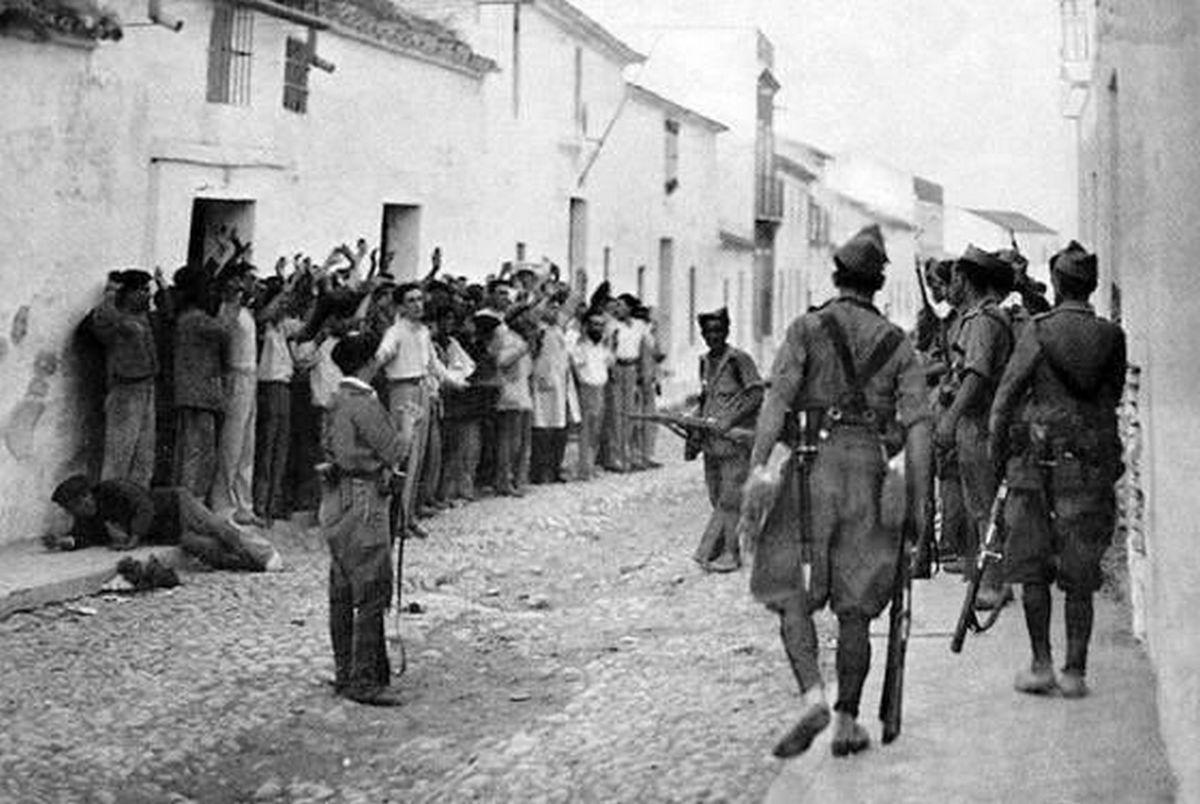 Sobre El golpe y la represión planificada versa la conferencia de Ángel Viñas.