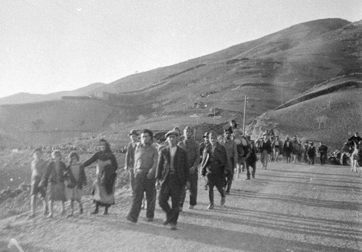 La población civil huye a pie desde Málaga hasta Almería ante el ataque fascista.