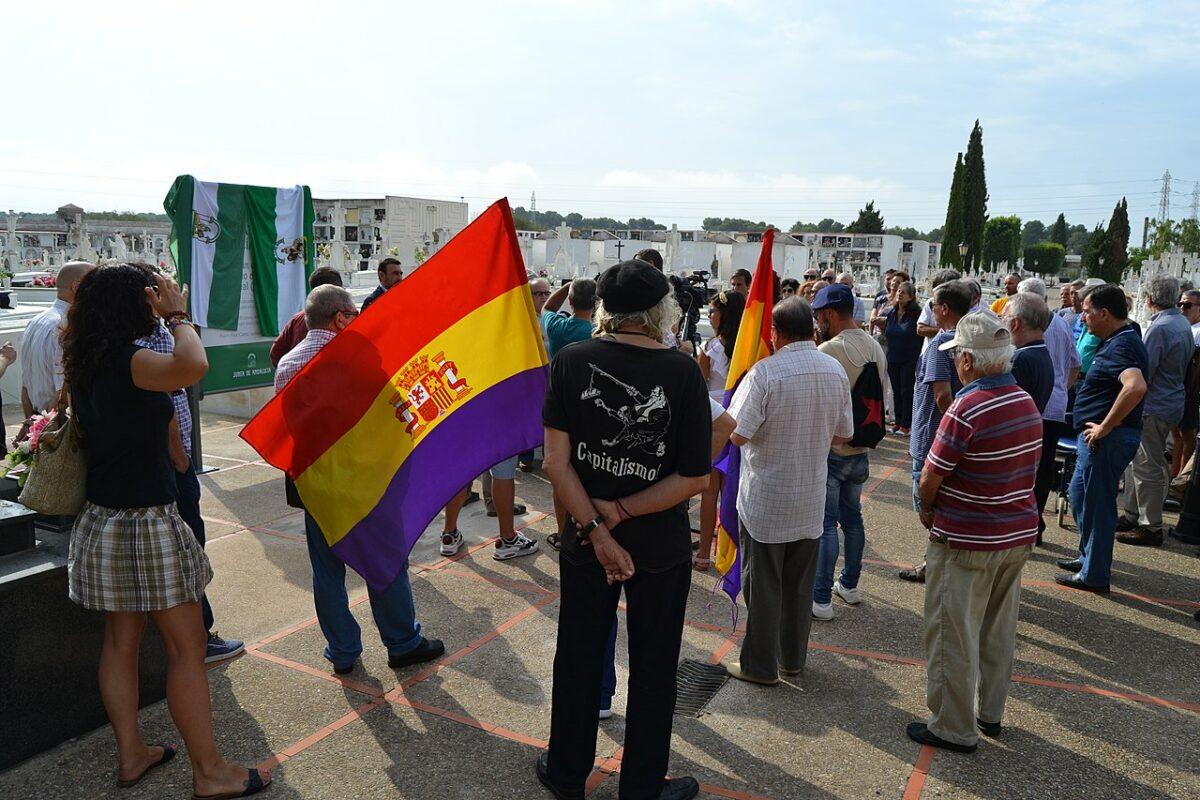 Inauguración como Lugar de Memoria Democrática a la fosa común del Cementerio de Puerto Real (2018).