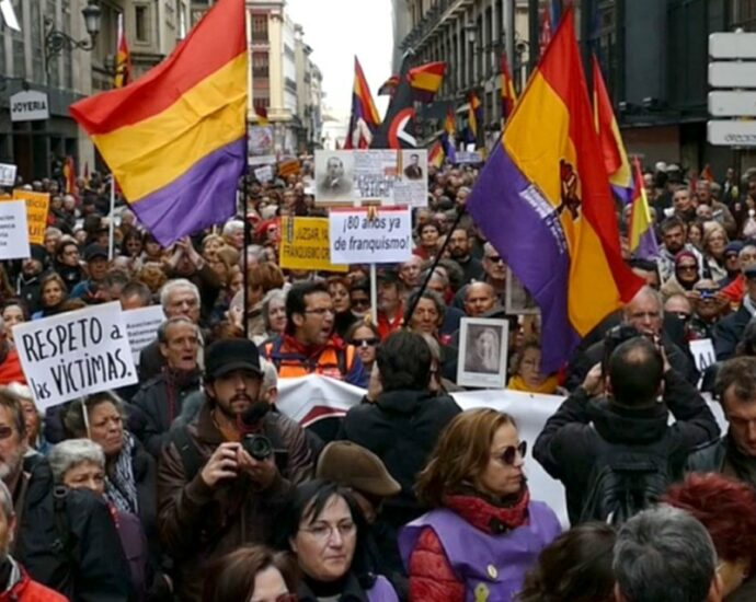 Manifestación por una Ley de Memoria (encuentroporlamemoria.org).
